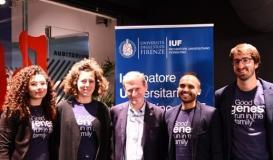 """Il team di """"Dna Blocks"""" con il prorettore dell'Università di Firenze Andrea Arnone (foto da comunicato)"""