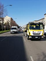 Il veicolo in avaria in Viale Spartaco lavagnini (foto da comunicato)