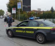 La Guardia di Finanza durante un controllo (foto da comunicato)