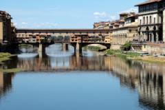 Graffitario seriale (foto del Ponte Vecchio di Antonello Serino)