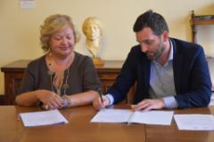 """Scuole sicure"""", siglato il protocollo d'intesa tra Prefettura e Comune di Pistoia. (foto da comunciato)"""