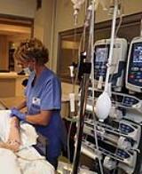 Infermiere impegnato in cure palliative