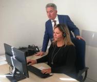 Il Dr. Paquini con una operatrice (foto da comunicato)