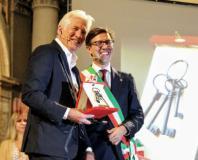 Il sindaco Nardella consegna le chiavi di Firenze a Richard Gere (Foto Antonello Serino - Met)