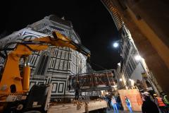 Lo spostamento della più antica porta del Battistero di Firenze (foto da comunicato)
