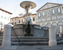 Piazza farinata degli Uberti con la fontana di naiadi e leoni