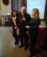 Sergio Erci tra il prefetto Laura Lega e la vice sindaca Cristina Giachi