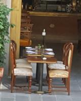 Tavolini e sedie all'aperto (Foto di repertorio Redazione Met)