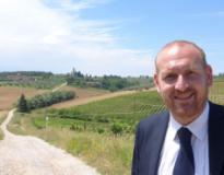 Il sindaco Baroncelli davanti a una strada bianca