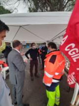 Il Sindaco Dario Nardella con i lavoratori del Cementificio di Testi
