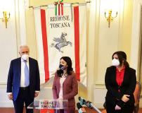 La ministra Azzolina con il presidente Giani e l'assessora Nardini (Foto da comunicato)