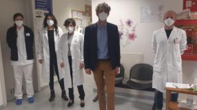 Il vicesindaco Lorenzo Lorri al punto vaccinale Greve in Chianti