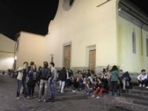 FontefotoBasilicaSantoSpiritoAssembramenti sul sagrato di Santo Spirito
