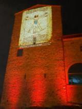 I disegni di Leonardo proiettati sul castello